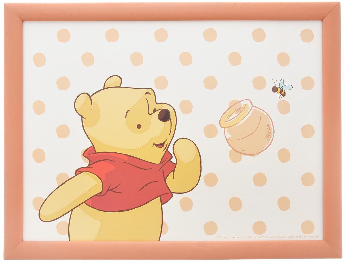 Столик-поднос Disney Винни и его друзья, с подушкой, цвет: бежевый, коричневый, 44 см х 34 см х 8 см61240_бежевый, коричневыйСтолик-поднос Disney Винни и его друзья удобен для приема пищи и работы с ноутбуком. Столик изготовлен из высококачественного полипропилена в деревянной рамке. Изделие имеет мягкое основание в виде подушки, изготовленной из полиэстера и хлопка. Основание наполнено крупными шариками пенопласта. Столик-поднос декорирован изображением Винни-Пуха. Подушка столика принимает форму поверхности и его удобно ставить на колени или диван.