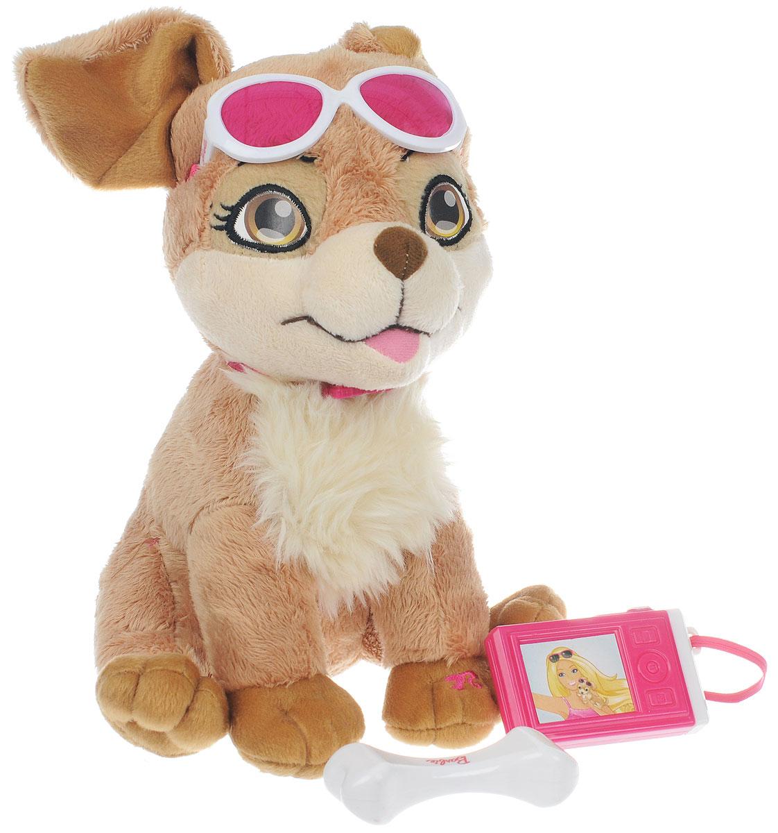 Barbie Интерактивная игрушка My Fab Pets: Lacey, с аксессурамиBBPE1Интерактивная игрушка Barbie My Fab Pets: Lacey выполнена в виде милой собачки Лэйси. Такая игрушка приведет в восторг любого ребенка. Очаровательный песик покрыт мягким и приятным на ощупь искусственным мехом, его глазки вышиты нитками. На шее щенка - подвеска в виде логотипа Barbie, а голову украшают стильные солнцезащитные очки. В комплекте с собачкой поставляется игрушечный фотоаппарат, косточка и очки. Лэйси умеет грызть косточку и фотографировать. При нажатии на левую лапку, щенок также весело залает. Игры с интерактивным щенком способствуют эмоциональному развитию ребенка, а также помогут ему развить ответственность, внимание и воображение. Лэйси непременно станет лучшим другом малышки. Рекомендуется докупить 2 батарейки напряжением 1,5V типа AA (товар комплектуется демонстрационными).
