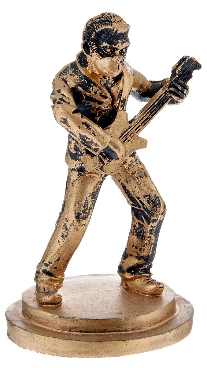 Фигурка декоративная Обезьяна-гитарист, высота 12 см38239Декоративная фигурка Обезьяна-гитарист станет оригинальным подарком для всех любителей стильных вещей. Сувенир выполнен из высококачественной полирезины в форме обезьяны с гитарой. Изысканный сувенир станет прекрасным дополнением к интерьеру. Вы можете поставить фигурку в любом месте, где она будет удачно смотреться и радовать глаз.