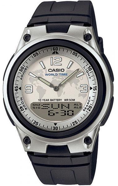 Часы наручные Casio, цвет: черный, серебристый. AW-80-7A2AW-80-7A2Наручные часы Casio произведены опытными специалистами из материалов самого высокого качества на базе новейших технологий. Часы прошли тщательную проверку и контроль качества. Часы оснащены кварцевым механизмом. Корпус выполнен из высококачественной нержавеющей стали с пластиковыми вставками. Циферблат оформлен накладными знаками в виде цифр и отметок с небольшим дисплеем с указанием времени и дня недели, защищен минеральным стеклом. Циферблат подсвечивается светодиодом. Ремешок часов выполнен из полимерного материала и оснащен застежкой-пряжкой. Часы имеют дополнительные функции: мировое время, индикатор даты, секундомер, таймер. Часы укомплектованы паспортом с подробной инструкцией и упакованы в оригинальную фирменную коробку. Характеристики: Длина ремешка (с учетом корпуса): 27 см. Ширина ремешка: 2 см. Диаметр корпуса: 5,5 см. Диаметр циферблата: 4 см. Дополнительные функции: Мировое время - 30 городов (29...