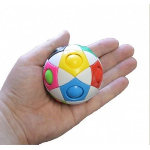 Головоломка Popular Playthings Орбо, размер: 80х100х100 ммУТ-00003405Головоломка Орбо – это абстрактная головоломка в виде белого шара с разноцветными шариками внутри. Она понравится как детям, так и взрослым. Ведь вы всегда можете уделить пару минут решению задачки, главное взять Орбо с собой. Задача - перекатить все шарики в отверстия соответствующего цвета. Для этого нужно просто проталкивать их вниз и в сторону в соседнее свободное отверстие. Все шарики на месте? Перемешайте их снова и дайте попробовать родным и друзьям! Отличное средство от снятия стресса!