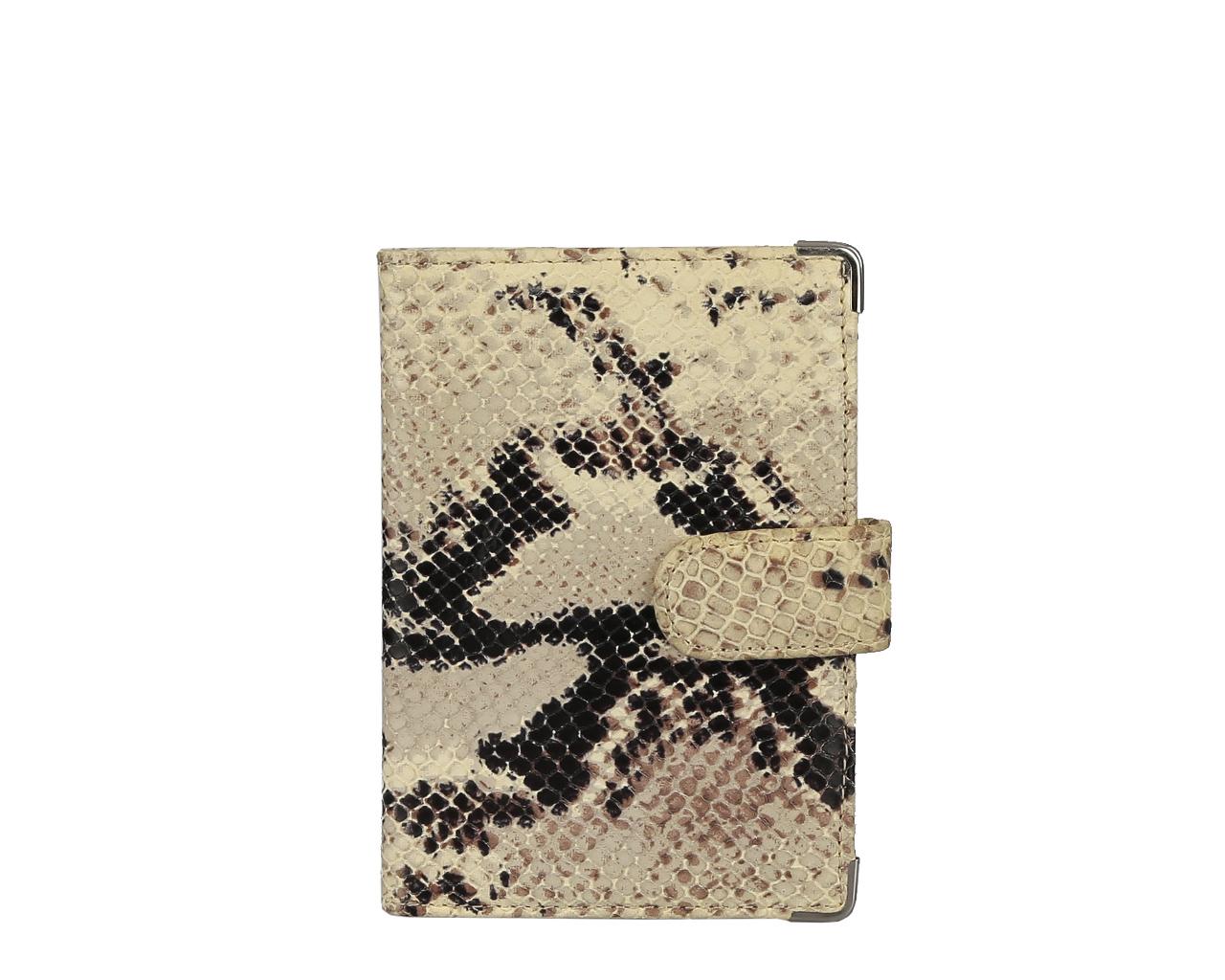 Обложка для документов женская Leo Ventoni, цвет: бежевый, коричневый. L330222-02L330222-02 pitonСтильная обложка для документов Leo Ventoni выполнена из натуральной кожи с тиснением под питона, дополнена металлической фурнитурой. Изделие раскладывается пополам и закрывается хлястиком на кнопку. Внутри размещены два накладных кармана для паспорта и четыре кармана для кредитных карт. Изделие поставляется в фирменной упаковке. Оригинальная обложка для документов Leo Ventoni станет отличным подарком для человека, ценящего качественные и практичные вещи.