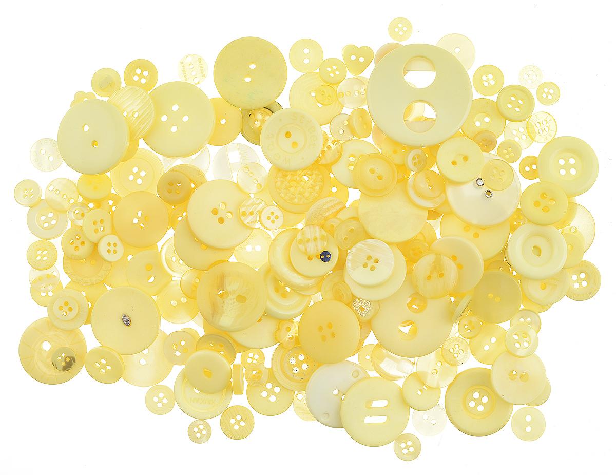 Пуговицы декоративные Buttons Galore & More Laura Kelly, цвет: желтый, 155 г. 77088817708881_ЖелтыйНабор пуговиц для творчества и декорирования одежды Buttons Galore & More Laura Kelly изготовлен из высококачественного пластика. В набор входят пуговицы различных размеров и с разным количеством отверстий. Такие пуговицы подходят для любых видов творчества: скрапбукинга, декорирования, шитья, изготовления кукол, а также для оформления одежды. С их помощью вы сможете украсить открытку, фотографию, альбом, подарок и другие предметы ручной работы. Пуговицы имеют оригинальный и яркий дизайн. Средний диаметр пуговиц: 1,7 см.