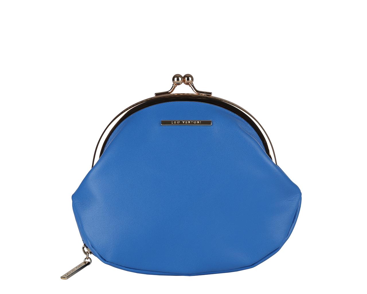 Кошелек женский Leo Ventoni, цвет: синий. L330768L330768 blueЭлегантный кошелек Leo Ventoni выполнен из натуральной кожи с зернистой фактурой и оформлен металлической фурнитурой с символикой бренда, внутренняя часть изделия выполнена из текстиля и натуральной кожи. Изделие закрывается на рамочный замок. Кошелек содержит одно вместительное отделение. Снаружи, в дне изделия, размещен врезной карман, внутри которого расположена цепочка с кольцом для ключей. Изделие поставляется в фирменной упаковке. Стильный кошелек Leo Ventoni станет отличным подарком для человека, ценящего качественные и практичные вещи.