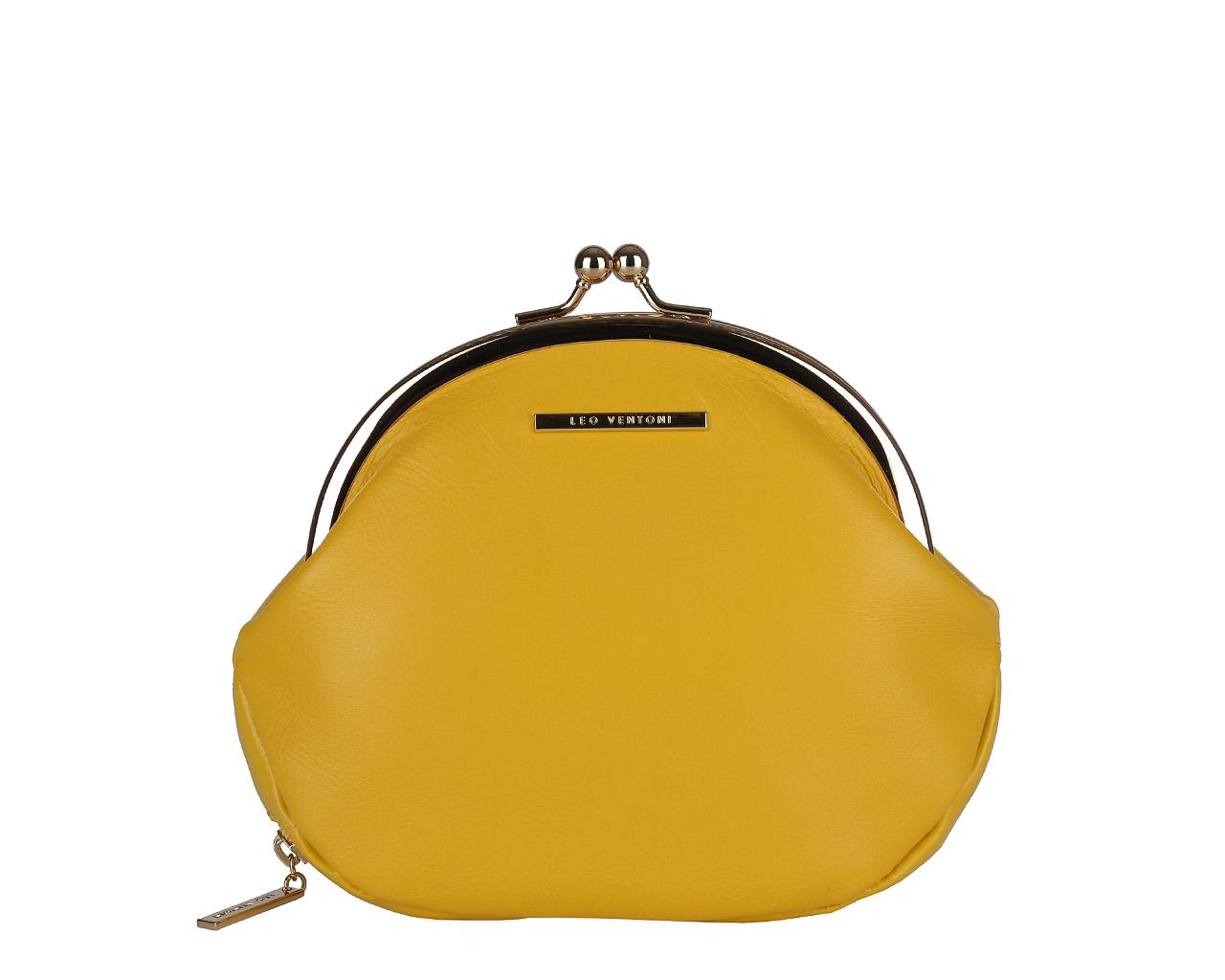 Кошелек женский Leo Ventoni, цвет: желтый. L330768L330768 yellowЭлегантный кошелек Leo Ventoni выполнен из натуральной кожи с зернистой фактурой и оформлен металлической фурнитурой с символикой бренда, внутренняя часть изделия выполнена из текстиля и натуральной кожи. Изделие закрывается на рамочный замок. Кошелек содержит одно вместительное отделение. Снаружи, в дне изделия, размещен врезной карман, внутри которого расположена цепочка с кольцом для ключей. Изделие поставляется в фирменной упаковке. Стильный кошелек Leo Ventoni станет отличным подарком для человека, ценящего качественные и практичные вещи.