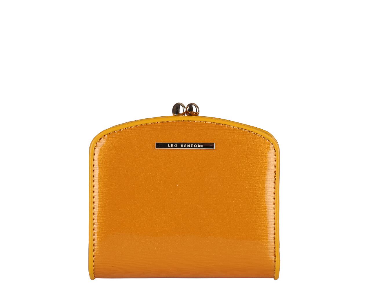 Кошелек женский Leo Ventoni, цвет: желтый. L330837L330837 yellowЭлегантный кошелек Leo Ventoni выполнен из натуральной лакированной кожи с оригинальным тиснением и оформлен металлической фурнитурой с символикой бренда. Внутренняя часть изделия выполнена из текстиля и натуральной кожи. Изделие закрывается на кнопки. Кошелек содержит два отделения для купюр, два боковых карманов, один вертикальный кармашек, восемь карманов для визиток или пластиковых карт, один кармашек для фото с прозрачным пластиковым окошком. Отделение для монет закрывается на рамочный замок и имеет два отсека. Снаружи, на тыльной стороне кошелька, расположен еще один открытый кармашек. Изделие поставляется в подарочной коробке с логотипом бренда. Стильный кошелек Leo Ventoni станет отличным подарком для человека, ценящего качественные и практичные вещи.