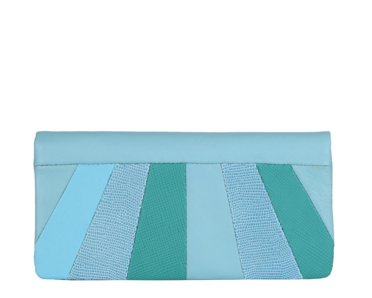 Кошелек женский Leo Ventoni, цвет: голубой. L330905L330905 blueСтильный кошелек Leo Ventoni выполнен из натуральной кожи, оформлен металлической фурнитурой. Внутренняя часть изделия выполнена из текстиля и натуральной кожи. Изделие раскладывается и закрывается на кнопку. Кошелек содержит два отделения для купюр, пятнадцать карманов для кредитных карт, один из которых дополнен сетчатой вставкой. Отделение для монет закрывается на рамочный замок. Изделие поставляется в фирменной упаковке. Стильный кошелек Leo Ventoni станет отличным подарком для человека, ценящего качественные и практичные вещи.