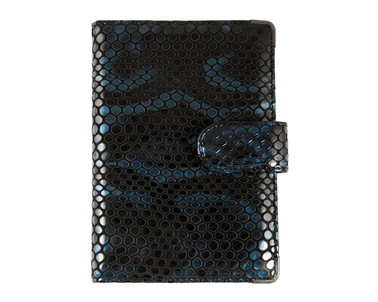 Обложка для документов женская Leo Ventoni, цвет: синий, черный. L330222L330222-blue pitonСтильная обложка для документов Leo Ventoni выполнена из натуральной лакированной кожи с тиснением под питона, дополнена металлической фурнитурой. Изделие раскладывается пополам и закрывается хлястиком на кнопку. Внутри размещены два накладных кармана для паспорта и четыре кармана для кредитных карт. Изделие поставляется в фирменной упаковке. Оригинальная обложка для документов Leo Ventoni станет отличным подарком для человека, ценящего качественные и практичные вещи.