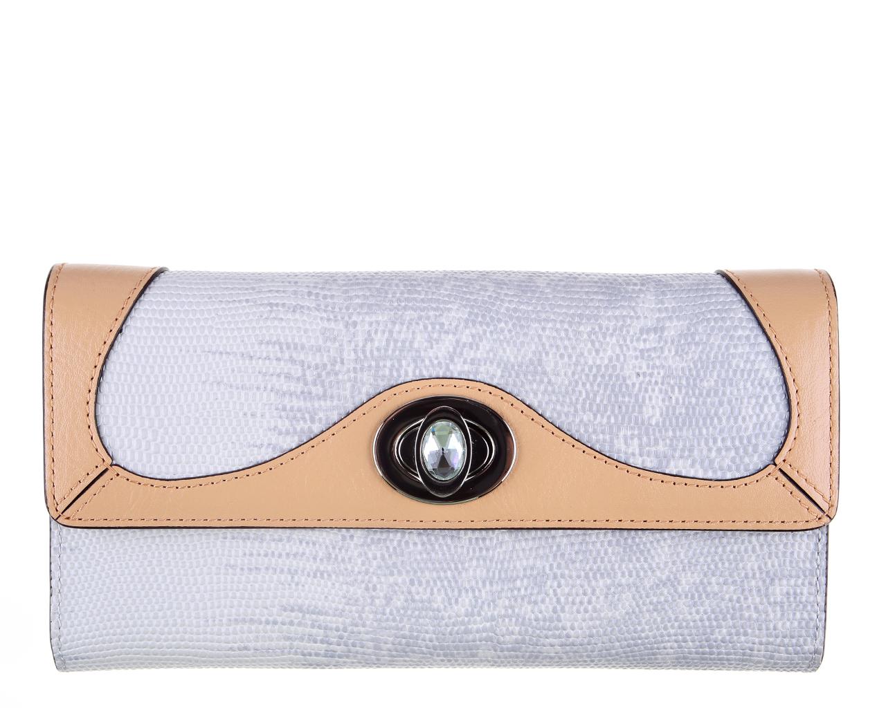 Кошелек женский Leo Ventoni, цвет: серый, бежевый. L330617L330617-grey/tanЭлегантный кошелек Leo Ventoni выполнен из натуральной кожи и оформлен декоративным тиснением под рептилию и металлической фурнитурой, которая дополнена граненым искусственным камнем. Внутренняя часть изделия выполнена из текстиля и натуральной кожи. Изделие закрывается клапаном на замок-вертушку. Внутри предусмотрены два отделения, одно из которых закрывается на металлическую застежку-молнию. В открытом отделении расположены двенадцать кармашков для кредитных карт и визиток, отделение для купюр и открытый кармашек для чеков. В другом отделении имеются два кармана для купюр и один накладной кармашек с прозрачным окошком из мягкого пластика. На передней стенке под клапаном имеется еще один открытый кармашек. Снаружи, на тыльной стороне кошелька, расположен открытый карман для мелких бумаг и чеков. Стильный кошелек Leo Ventoni станет отличным подарком для человека, ценящего качественные и практичные вещи.