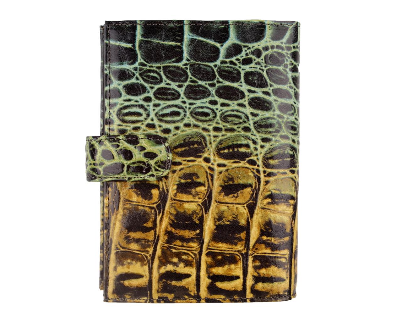 Обложка для документов женская Leo Ventoni, цвет: черный, желтый. L330661L330661-green/neroСтильная обложка для автодокументов Leo Ventoni выполнена из натуральной кожи с тиснением под рептилию, дополнена металлической фурнитурой. Изделие раскладывается пополам и закрывается хлястиком на кнопку. Внутри размещен вкладыш с шестью файлами для автодокументов, два боковых кармашка для этого вкладыша, пять карманов для кредитных карт, четыре боковых кармана, небольшой горизонтальный кармашек и дополнительный карман-уголок. Изделие поставляется в фирменной упаковке. Оригинальная обложка для автодокументов Leo Ventoni станет отличным подарком для человека, ценящего качественные и практичные вещи.