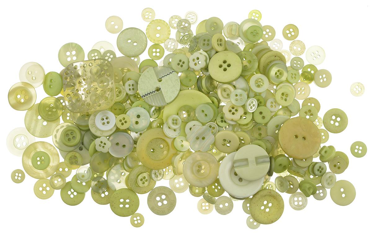 Пуговицы декоративные Buttons Galore & More Button Jars, цвет: зеленый, 115 г. 77088827708882_ЗеленыйНабор пуговиц для творчества и декорирования одежды Buttons Galore & More Button Jars изготовлен из высококачественного пластика. В набор входят пуговицы различных размеров и с разным количеством отверстий. Такие пуговицы подходят для любых видов творчества: скрапбукинга, декорирования, шитья, изготовления кукол, а также для оформления одежды. С их помощью вы сможете украсить открытку, фотографию, альбом, подарок и другие предметы ручной работы. Пуговицы имеют оригинальный и яркий дизайн. Средний диаметр пуговиц: 1,7 см.