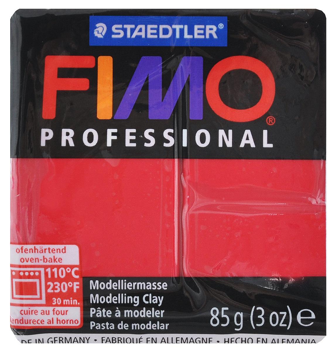 Полимерная глина Fimo Professional, цвет: пунцовый, 85 г8004-29Мягкая глина на полимерной основе (пластика) Fimo Professional идеально подходит для лепки небольших изделий (украшений, скульптурок, кукол) и для моделирования. Глина обладает отличными пластичными свойствами, хорошо размягчается и лепится, легко смешивается между собой, благодаря чему можно создать огромное количество поделок любых цветов и оттенков, не имеет запаха. Блок разделен на 2 сегмента, что позволяет легче разделять глину на порции. В домашних условиях готовая поделка выпекается в духовом шкафу при температуре 110°С в течение 15-30 минут (в зависимости от величины изделия). Отвердевшие изделия могут быть раскрашены акриловыми красками, покрыты лаком, склеены друг с другом или с другими материалами.
