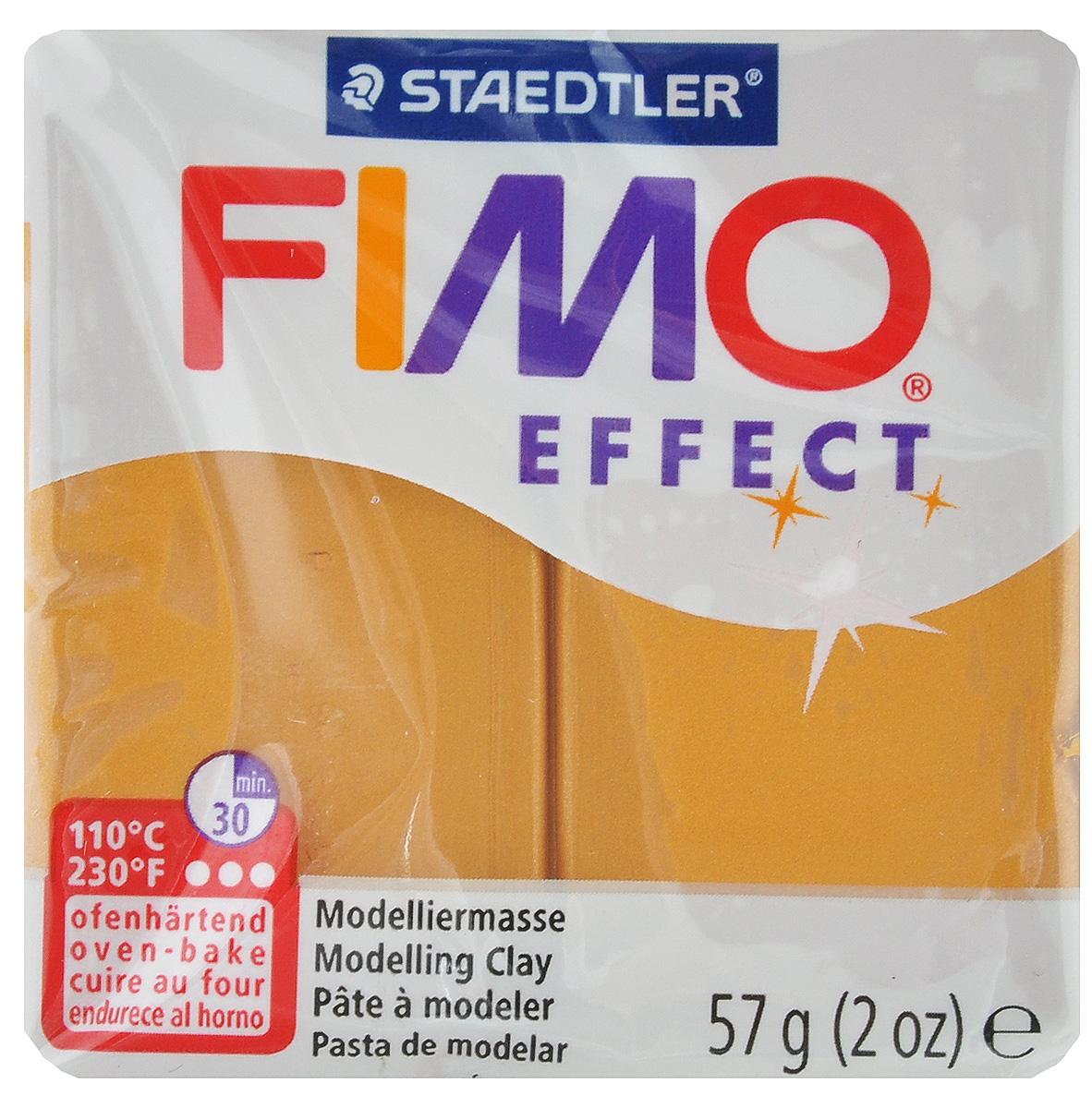 Полимерная глина Fimo Professional, цвет: золотой металлик, 85 г8020-11Мягкая глина на полимерной основе (пластика) Fimo Professional идеально подходит для лепки небольших изделий (украшений, скульптурок, кукол) и для моделирования. Глина обладает отличными пластичными свойствами, хорошо размягчается и лепится, легко смешивается между собой, благодаря чему можно создать огромное количество поделок любых цветов и оттенков, не имеет запаха. Блок разделен на 2 сегмента, что позволяет легче разделять глину на порции. В домашних условиях готовая поделка выпекается в духовом шкафу при температуре 110°С в течение 15-30 минут (в зависимости от величины изделия). Отвердевшие изделия могут быть раскрашены акриловыми красками, покрыты лаком, склеены друг с другом или с другими материалами.