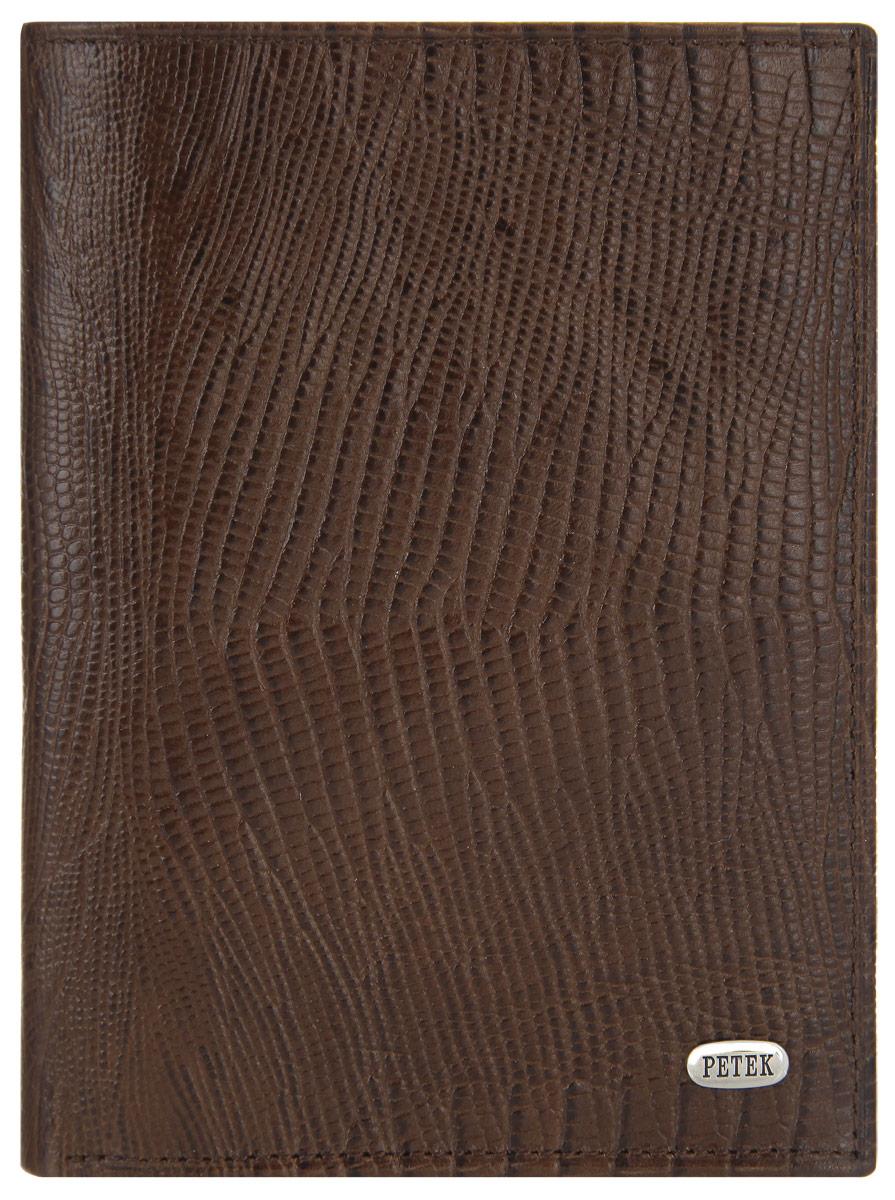 Портмоне мужское Petek 1855, цвет: коричневый. 269.041.02269.041.02 D.BrownСтильное мужское портмоне Petek 1855 выполнено из натуральной кожи с зернистой поверхностью. Лицевая сторона оформлена металлической пластиной с гравировкой в виде названия бренда. Изделие раскладывается пополам. Портмоне содержит четыре кармана для визиток и кредитных карт, два потайных кармана, два кармана с окошком из прозрачного материала для фотографий или документов, карман-уголок для документов и один карман для купюр. Изделие упаковано в фирменную коробку. Такое портмоне станет отличным подарком для человека, ценящего качественные и стильные вещи.
