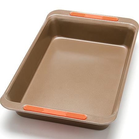 24274 Форма для выпечки 41х28см сил/руч LR (х12)24274Форма для выпечкиа прямоугольная Цвет: золотистый Размер: 41 х 24,8 x 6,4 см Вес: 742 г Толщина стенок: 0,6 мм Материал: углеродистая сталь, силикон Подходит для духовки Можно мыть в посудомоечной машине Покрытие: антипригарное покрытие Экологичность: продукт изготовлен из экологически чистых материалов Форма изготовлена из углеродистая сталь, легкая и удобная в использовании. Современное высокотехнологичное антипригарное покрытие обеспечивает беспрепятственное снятие выпечки с формы. Легко моется. Пища не пригорает и не прилипает к стенкам. Такая форма значительно экономит время по сравнению с аналогичными формами для выпечки. С формой для выпечки Mayer & Boch готовить любимые блюда станет еще проще. Подходит для использования в духовом шкафу. Не предназначена для СВЧ-печей.