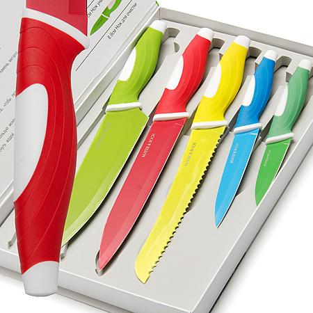 24889 Набор ножей 5 предметов МВ (х10)24889Набор ножей с антибактериальным покрытием 5 пр 5 предметов : Нож паварской 20,3 см Нож хлебный 20,3 см Нож разделочный 20,3 см Нож универсальный 12,7 см Нож для очистки 8,9 см Материал: Лезвие: Нержавеющая сталь,покрытие Non Stick Ручка: Полипропилен, термопластик Размер коробки: 36 х 22,5 х 3,5 см Вес: 950 г. Ножи сделаны из качественной стали и имеют хорошие режущие свойства.Покрытие нон-стик предотвращает прилипание продуктов к лезвию ножа, Антибактериальное покрытие лезвий обеспечат свежесть и гигиеничность продуктов, а специальный дизайн рукоятки обеспечивает безопасную работу и комфортное положение в руке, Яркий узор на ножах делают их красивыми и украшающими вашу кухню