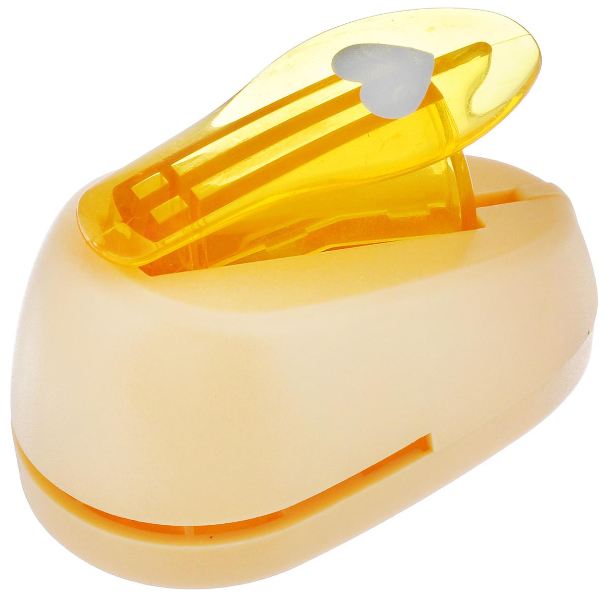 Дырокол фигурный Hobbyboom Сердце, №23, цвет: оранжевый, 1,8 смCD-99S-023_оранжевыйФигурный дырокол Hobbyboom Сердце изготовлен из пластика и металла, используется в скрапбукинге для создания оригинальных открыток, оформления подарков, в бумажном творчестве. Рисунок прорези указан на ручке дырокола. Используется для прорезания фигурных отверстий в бумаге. Вырезанный элемент также можно использовать для украшения. Предназначен для бумаги определенной плотности - 80 - 200 г/м2. При применении на бумаге большей плотности или на картоне дырокол быстро затупится.