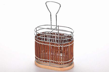 8635 Подставка SK для стол.приб.хром/плетенка(х24)8635Подставка для столовых приборов овальная с ручкой,4 секции, материал:хромированная сталь деревянная плетеная отделка и подставка размер:15х9,5 см.,высота 14 см.
