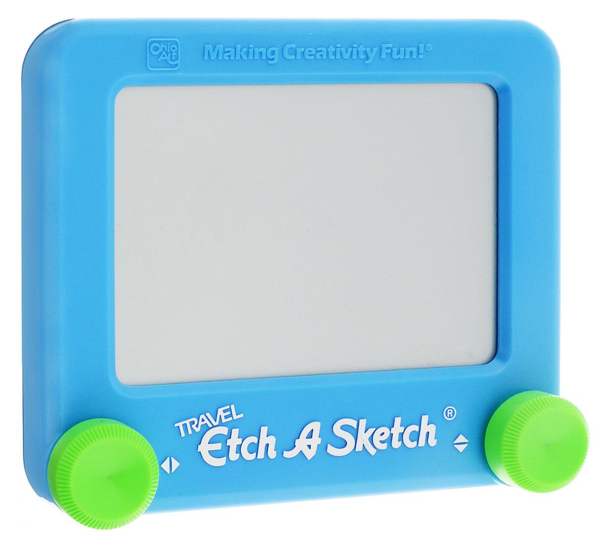 Etch-A-Sketch Игрушка развивающая Волшебный экран цвет голубой55590_голубойРазвивающая игрушка Волшебный экран непременно понравится вашему ребенку и станет для него любимой игрушкой. Волшебный экран поможет ребенку создавать рисунки одной линией, посредством вращения двух круглых ручек, расположенных в нижних углах (одна из них перемещает указатель по вертикали, а другая по горизонтали). Самым сложным считается рисовать круглые объекты, волнистые линии и плавные изгибы. Внутри экрана находится специальный порошок, который счищает тонкий указатель с внутренней поверхности экрана, оставляя за собой темную линию. Для того чтобы стереть свой рисунок, достаточно просто перевернуть экран вниз и потрясти, и он снова станет серым, при этом указатель начнет чертить ровно из той точки, где закончился предыдущий рисунок. Компактный размер экрана позволяет брать его с собой в дорогу.