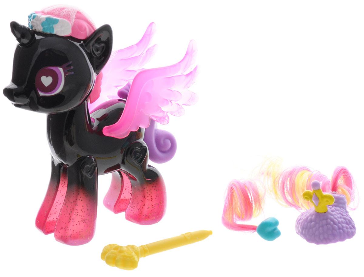 My Little Pony Игровой набор Princess CadanceB3591EU4_B3011Игровой набор My Little Pony Princess Cadance откроет перед вашей малышкой невероятные возможности! Девочка сможет сама собрать свою любимую пони - или придумать уникальную, комбинируя элементы из разных наборов. В набор входят элементы фигурки пони Принцессы Каденс - 2 детали туловища, 2 гривы, 2 хвостика, крылья и другие аксессуары, которыми малышка сможет украсить пони по своему вкусу. Все элементы набора выполнены из прочного безопасного пластика. Они легко соединяются друг с другом, и собрать пони не составит труда. Элементы набора совместимы с другими элементами из серии My Little Pony Pop Design-A-Pony, что позволит малышке создать собственную, уникальную пони. Игра с таким набором не только подарит девочке множество счастливых мгновений, но и поможет развить мелкую моторику рук и творческие способности.