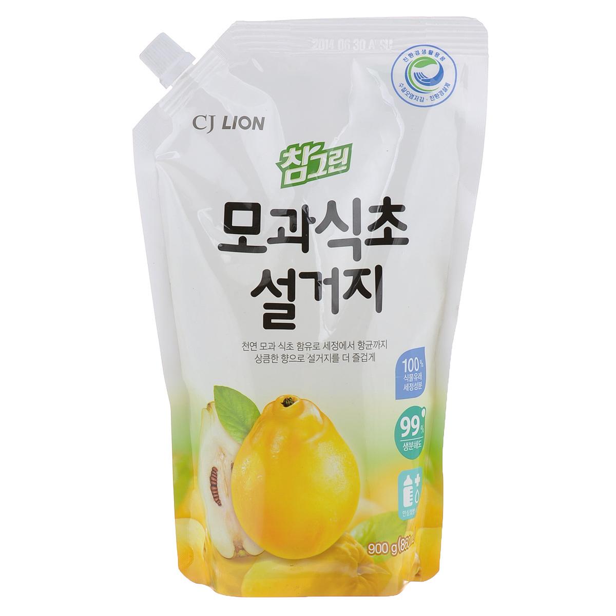 Средство для мытья посуды Cj Lion Chamgreen, айва, 860 мл613176Средство Cj Lion Chamgreen для мытья посуды, овощей и фруктов - это средство премиум класса, в состав которого входят природный экстракт айвы и моющие компоненты 100% растительного происхождения. Ключевые преимущества: - Удаление микробов на 99,9% - поэтому идеально подходит даже для мытья детских бутылочек; - Безопасность полного ополаскивания за 5 секунд - удаляются остатки компонентов, разрушающих жиры и чистящего средства; - Увлажнение и защита кожи рук - благодаря 100% растительному моющему составу и добавкам растительного происхождения для защиты кожи рук; - Идеально для мытья посуды, кухонной утвари, а также овощей и фруктов. Состав: ПАВ 21% (высшие спирты на растительной основе, высшие амины на растительной основе, растительный состав неионогенный и др.), эссенция айвы, средство для защиты рук и другие компоненты 79%. Товар сертифицирован.