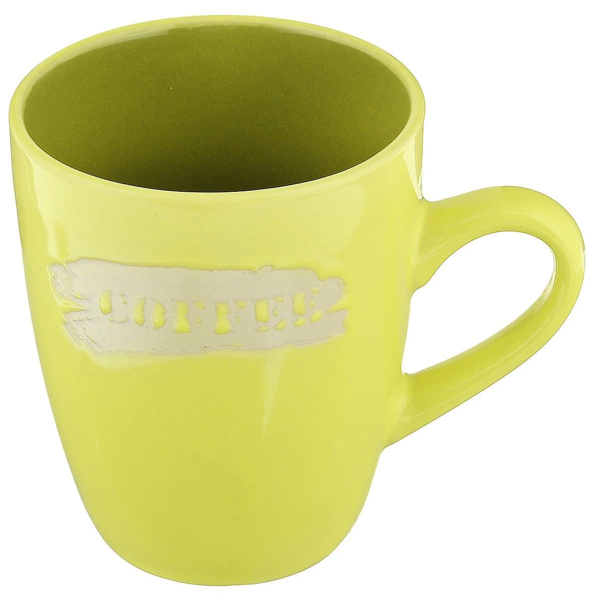 Кружка Wing Star Coffee, цвет: салатовый, 300 млLJ10-0871MКружка Wing Star Coffee изготовлена из высококачественной керамики и украшена надписью Coffee. Wing Star - качественная керамическая посуда из обожженной, глазурованной снаружи и изнутри глины с оригинальными рисунками. При изготовлении данной посуды широко используется рельефный способ нанесения декора, когда рельефная поверхность подготавливается в процессе формовки и изделие обрабатывается с уже готовым декором. Благодаря этому достигается эффект неровного на ощупь рисунка, как бы утопленного внутрь глазури и являющегося его естественным элементом. Кружку можно использовать в СВЧ и мыть в посудомоечной машине. Диаметр (по верхнему краю): 8 см. Высота стенки: 10 см. Объем кружки: 300 мл.