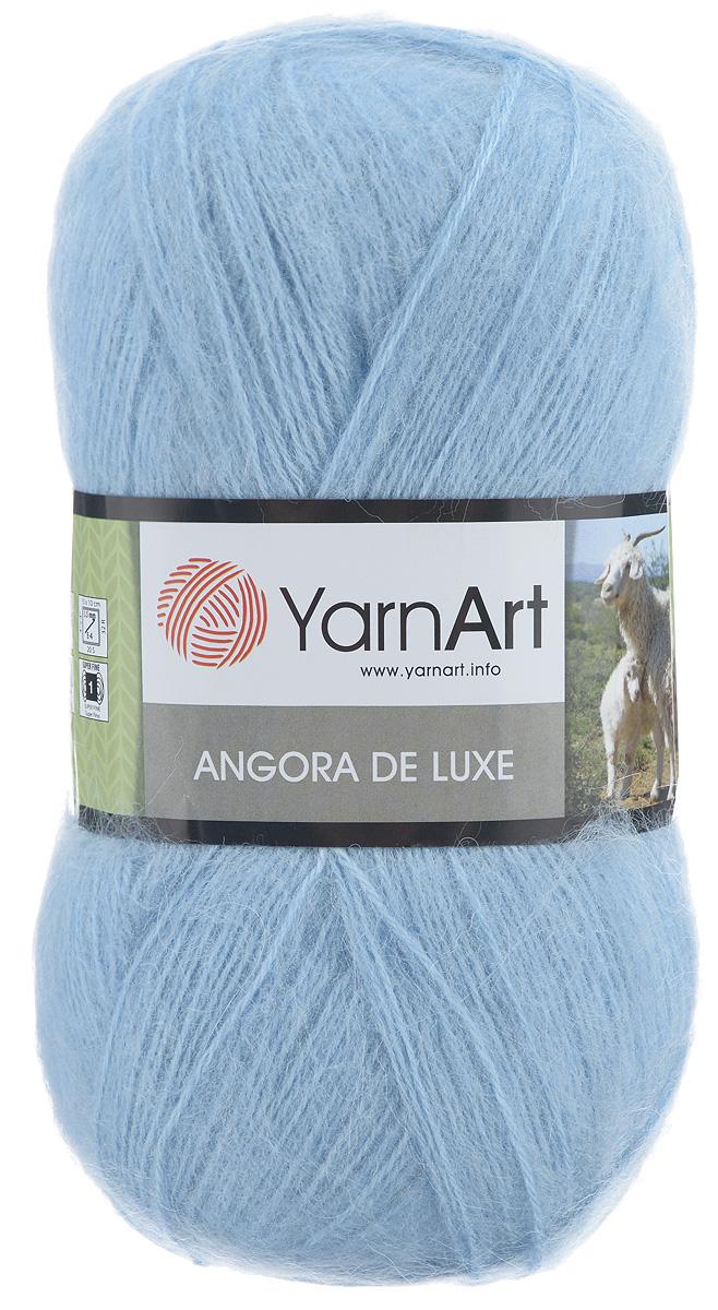 Пряжа для вязания YarnArt Angora De Luxe, цвет: голубой (215), 520 м, 100 г, 5 шт372063_215Пряжа для вязания YarnArt Angora De Luxe, изготовленная из 70% мохера и 30% акрила, очень мягкая и приятная на ощупь. Пряжа не линяет, не расслаивается, не путается в процессе вязания. Плотная, равномерно скрученная нить, эластичная, гибкая, не деформируется после распускания и может быть использована вновь. Петли ложатся аккуратно, изделие не вытягивается и не косит. Пряжа YarnArt Angora De Luxe - теплая, но очень легкая, идеально подходит для изготовления зимней одежды: жилеты, свитера, кофты, кардиганы. Головные уборы, шарфы, перчатки носятся хорошо, не колются, при бережном уходе не теряют свою форму и цвет долгое время. Акрил смягчает мохеровую нить, а также обеспечивает практичность и сохранение формы изделия. Рекомендована ручная стирка до 30°C . Подходит для вязания на крючках 3,5 мм и спицах 3 мм. Толщина нити: 1 мм. Состав: 70% мохер, 30% акрил. В настоящее время вязание плотно вошло в нашу жизнь, причем...