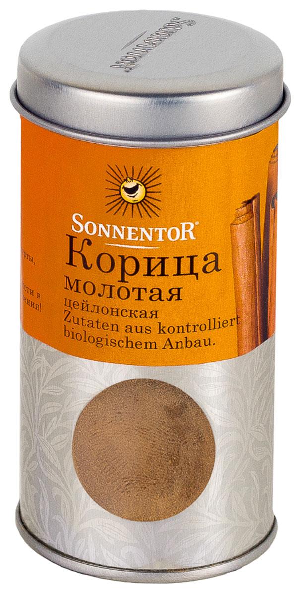 Sonnentor Корица молотая, цейлонская, 40 гN7734Теплый, древесно-сладкий аромат Sonnentor Корицы - это аромат детства: бабушкин яблочный рулет, компот из сухофруктов и запеченные яблоки с медом. Это аромат воскресного утра - горячих булочек и свежесваренного кофе, чью кислинку смягчает эта пряность. Это аромат приключений - аромат сладкого кус-куса и эфиопской смеси Бербере для рагу из баранины, в состав которых она непременно входит. Аромат корицы - это аромат воспоминаний. Цейлонская корица обладает нежным ароматом и менее жгучим вкусом, в котором нет резкости. В домашней кулинарии ее часто кладут во все блюда вместе с сахаром. Благодаря нежному аромату и вкусу цейлонская корица прекрасно сочетается с разными острыми и терпкими пряностями. Эту пряность чаще всего добавляют в различную выпечку, фруктовые салаты, фруктовые, овощные и молочные супы, в сладости, пловы, сладкие каши, десерты. Неплохо проявляет она себя в блюдах из свинины, баранины, домашней птицы. Корицу можно добавить в винные и...