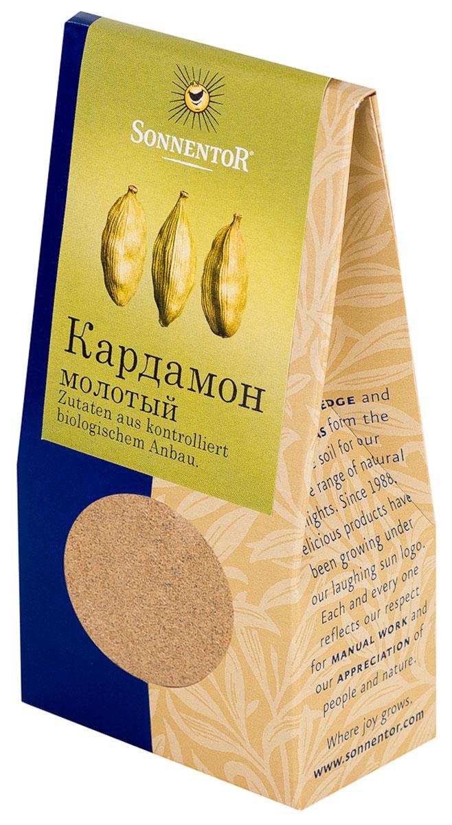 Sonnentor: Кардамон молотый, 35 гNT349Кардамон от Sonnentor - это кусочек роскоши на вашей кухне: как шафран и ваниль, он является одной из самых дорогих пряностей в мире. Его аромат, в котором сочетаются дымные, цветочные и сладкие нотки просто невозможно забыть. Наверное, поэтому кардамон является одним из базовых элементов для многих блюд арабской и индийской кухни. Аромат кардамона - это аромат Востока. В европейской части света кардамон обязательно добавляют в пряники, печенье и некоторые сорта хлеба. Его освежающе-пряная нотка сделает более пикантным фруктовый салат, тушеные или печеные яблоки. А те, кто любит варить кофе, зачастую используют эту пряность для того, чтобы подчеркнуть благородный вкус бодрящего напитка и наполнить дом ароматом Востока.
