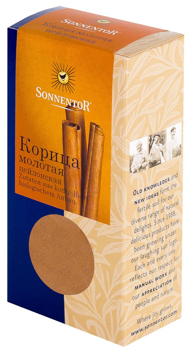 Sonnentor Корица молотая, цейлонская, 40 гNT734Теплый, древесно-сладкий аромат Sonnentor Корицы - это аромат детства: бабушкин яблочный рулет, компот из сухофруктов и запеченные яблоки с медом. Это аромат воскресного утра - горячих булочек и свежесваренного кофе, чью кислинку смягчает эта пряность. Это аромат приключений - аромат сладкого кус-куса и эфиопской смеси Бербере для рагу из баранины, в состав которых она непременно входит. Аромат корицы - это аромат воспоминаний. Цейлонская корица обладает нежным ароматом и менее жгучим вкусом, в котором нет резкости. В домашней кулинарии ее часто кладут во все блюда вместе с сахаром. Благодаря нежному аромату и вкусу цейлонская корица прекрасно сочетается с разными острыми и терпкими пряностями. Эту пряность чаще всего добавляют в различную выпечку, фруктовые салаты, фруктовые, овощные и молочные супы, в сладости, пловы, сладкие каши, десерты. Неплохо проявляет она себя в блюдах из свинины, баранины, домашней птицы. Корицу можно добавить в винные и фруктовые соусы,...