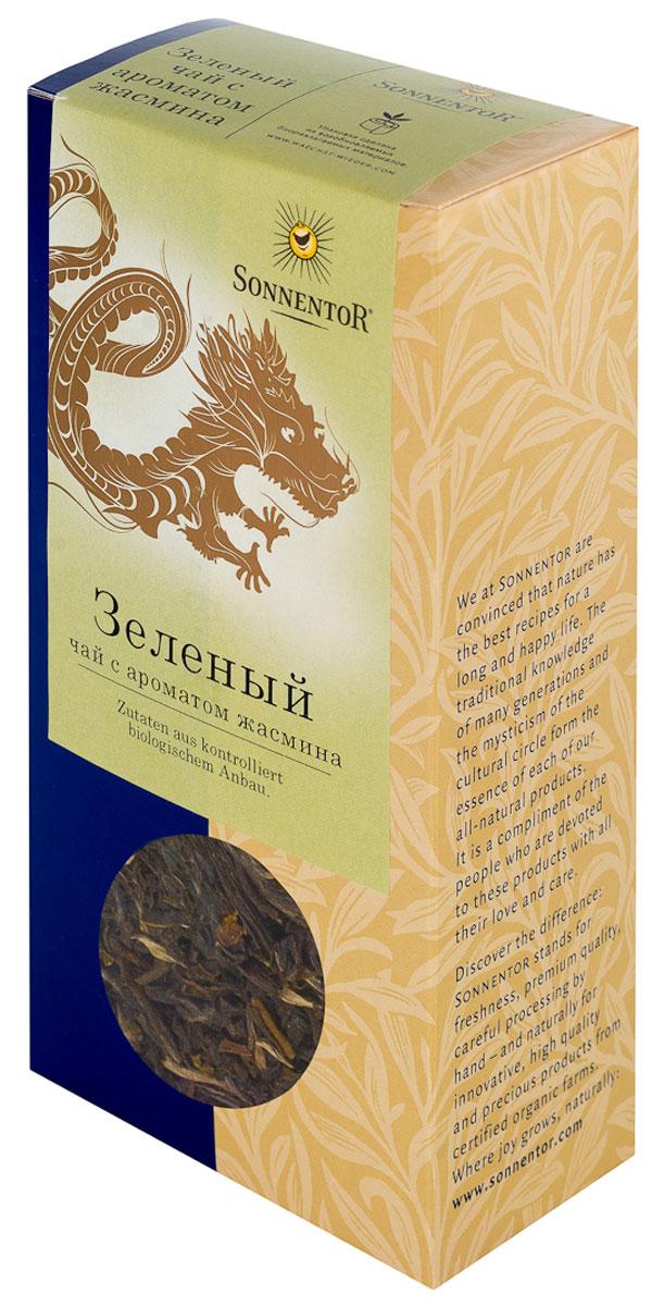 Sonnentor Зеленый листовой чай с ароматом жасмина, 100 гNT657Зеленый чай с жасмином Sonnentor подкупает легким цветочным ароматом. У него также цветочный вкус, который дополняется сладковатой терпкой ноткой. Терпкие нюансы сохраняются и в послевкусии. Для приготовления этого элегантного напитка зеленый чай смешивается со свежими цветками жасмина, после чего просеивается когда цветы увядают. Таким образом, зеленый чай приобретает аромат жасминовых цветков. Вместо кипятка следует заливать зеленый чай горячей водой температурой 70-80°С. Через две-три минуты чай готов. Первая заварка не выливается, как иногда советуют, наоборот, она очень полезна благодаря богатым веществам, добытым из чая. Если же вам захотелось выпить еще чашечку, то уже приготовленные чайные листья можно залить еще несколько раз. Утонченный зеленый чай с жасмином особенно популярен благодаря цветочному аромату. Его мягкий цветочный вкус и терпкое послевкусие сочетаются с современной легкой кухней из рыбы, морепродуктов и овощей. Разумеется, он прекрасно...