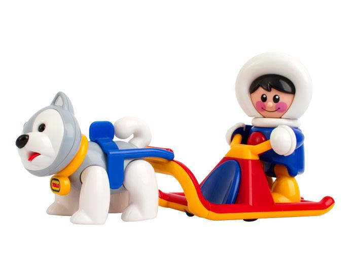 Tolo FF Набор игрушек Полярные сани87422В комплекте с санками идет мальчик эскимос - водитель и собака хаски! Небольшие колеса позволяют санки легко толкать или тянуть. В руках мальчика эскимоса есть прорези, которые прочно защелкиваются в руль санок. Санки могут перевозить две фигурки Первых друзей.