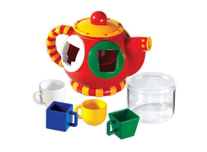 Tolo Classic Сортер Чайник89409Сортер Чайник Tolo toys может использоваться в качестве сортировщика форм или настоящего чайника! Сортер представляет собой красный чайник с крышкой и носиком, внутри которого есть емкость для жидкости. Ну и какое же чаепитие без кружек? 4 чашечки разной формы и цвета подойдут не только для ароматного чая, но и для увлекательной игры! В чайнике расположены отверстия разной геометрической формы. Окантовка отверстий того же цвета, что и чашки-формочки, это подсказка малышу, чтобы он быстрее справился. Суть игры заключается в том, чтобы вставить детали нужной формы в соответствующие отверстия. Сняв крышечку, внутрь чайника можно залить водички и разлить ее по чашечкам, раздав их веселой компании! Красочная игрушка в форме чайничка - это отличный повод позвать любимых друзей на чаепитие! Игра способствует развитию мелкой моторики, логики, понятия формы и цвета, воображения.