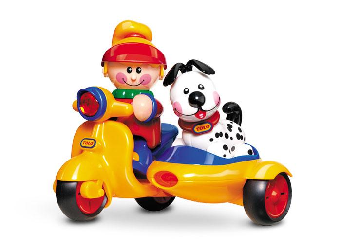 Tolo FF Мопед с коляской89587Замечательный мотоцикл с коляской. В набор входят фигурка девочки и щенок. Поощряет взаимодействие и развивает фантазию. Крепкий и прочный. Эта игрушка развивает следующие навыки: