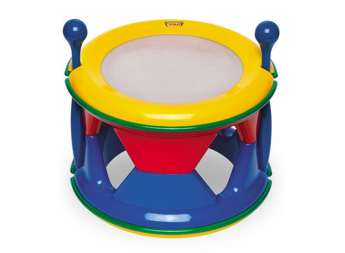 Tolo Classic Музыкальный инструмент Барабаны89651Барабан Tolo toys – это мини-модель классического музыкального инструмента и предназначена она для малышей от года. С этого возраста они уже смогут с удовольствием отбивать ритмы барабанными палочками и устраивать концерт вместе с другими музыкальными инструментами из этой серии! А когда захочется разнообразить процесс, барабан можно разложить и поставить на ножки. Таким образом, у ребенка получается два варианта игрушки. Палочки крепятся с боковой стороны барабана в сложенном виде. Игра способствует развитию моторики, понятия звука и цвета, чувства ритма, творческих способностей и хорошего настроения!