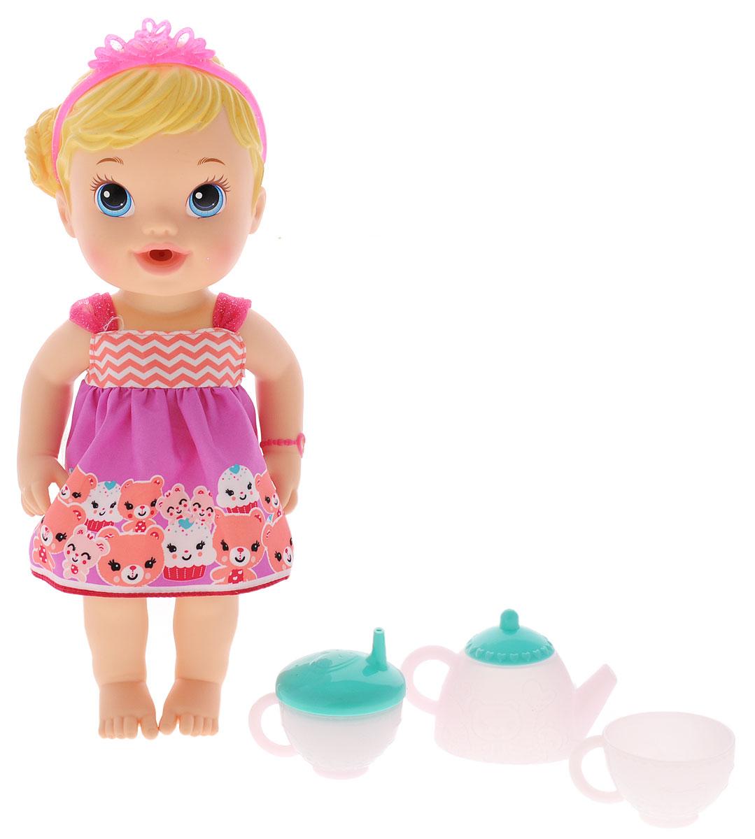 Baby Alive Пупс Гостеприимная малюткаA9288Пупс Baby Alive Гостеприимная малютка станет отличным подарком для каждой маленькой девочки. Все элементы набора выполнены из безопасного материала. Кукла выглядит как настоящий ребенок. Малышка одета в легкое платьице, а голову украшает розовая тиара. В набор входят чайник, чашечка, поильник и подгузник. Кукла умеет пить, но не забудьте поменять ей подгузник. Малютку можно поить из поильника или из чашечки. Игра с куклой разовьет в вашей малышке чувство ответственности и заботы. Порадуйте свою принцессу таким великолепным подарком!