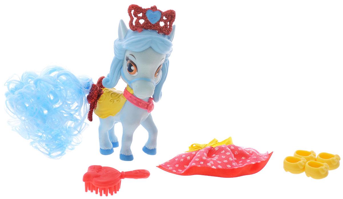 Disney Princess Фигурка Пони Красотка20741Фигурка Disney Princess Пони Красотка обязательно понравится вашей малышке. В наборе очаровательный питомец Белоснежки - Красотка. Пони во многом похожа на свою красавицу-хозяйку. Она обожает наряжаться и украшать себя. У лошадки голубые красивые волосы и, как у настоящего королевского питомца, на голове красуется блестящая шикарная красная тиара. Кроме того, в комплекте к пони прилагаются прекрасные королевские аксессуары: гребешок, юбочка и чудные желтые башмачки на копытца. На пони можно одеть блестящую красную юбочку в горошек и расчесать длинный кудрявый голубой хвост. Игры с такой игрушкой способствуют эмоциональному развитию, помогают формировать воображение, чувство ответственности и заботы. Великолепное качество исполнения делают эту игрушку чудесным подарком к любому празднику.