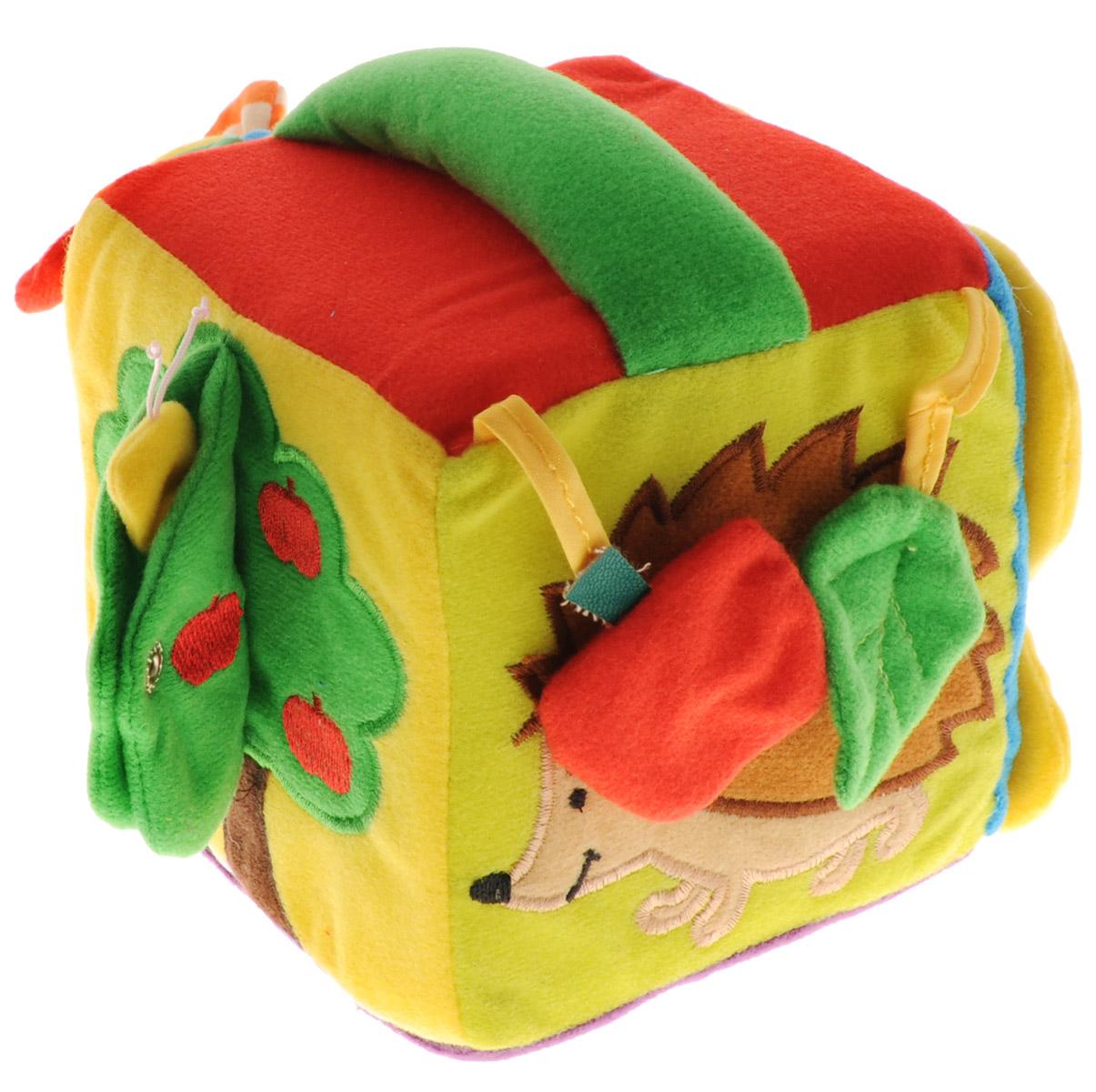 Mommy Love Мягкая развивающая игрушка КубикКБР0\М;KBR0\MМягкая развивающая игрушка Mommy Love Кубик, выполненная из современных легких материалов разных цветов и фактур, абсолютно безопасных для ребенка, непременно понравится малышу и не позволит ему скучать. Каждая грань кубика содержит игровой элемент: изображение в виде ежика, к которому на липучках крепятся шуршащие листочек и яблоко, сетчатый кармашек с игрушкой цветком, деревце с отделением на кнопке, элемент со шнуровкой и бабочку с крылышками на застежке-молнии. Малыш очень скоро научится управляться с застежками любых видов, которые представлены на кубике. Внутри изделия находится погремушка. Игрушка поможет сформировать представление о формах и цветах. Яркие цвета игрушки направлены на развитие мыслительной деятельности, цветовосприятия, тактильных ощущений, мелкой моторики рук ребенка и развития слухового аппарата.