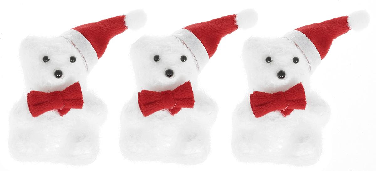 Набор новогодних подвесных украшений Lunten Ranta Мишка новогодний, 3 шт67685Набор новогодних подвесных украшений Lunten Ranta Мишка новогодний прекрасно подойдет для праздничного декора ели. Набор состоит из 3 украшений в виде мишек, выполненных из пенопласта и искусственного волокна. Для удобного размещения на елке для каждого украшения предусмотрена петелька. Елочная игрушка - символ Нового года. Она несет в себе волшебство и красоту праздника. Создайте в своем доме атмосферу веселья и радости, украшая новогоднюю елку нарядными игрушками, которые будут из года в год накапливать теплоту воспоминаний. Откройте для себя удивительный мир сказок и грез. Почувствуйте волшебные минуты ожидания праздника, создайте новогоднее настроение вашим дорогим и близким. Размер украшения: 5 см х 5 см х 9 см.