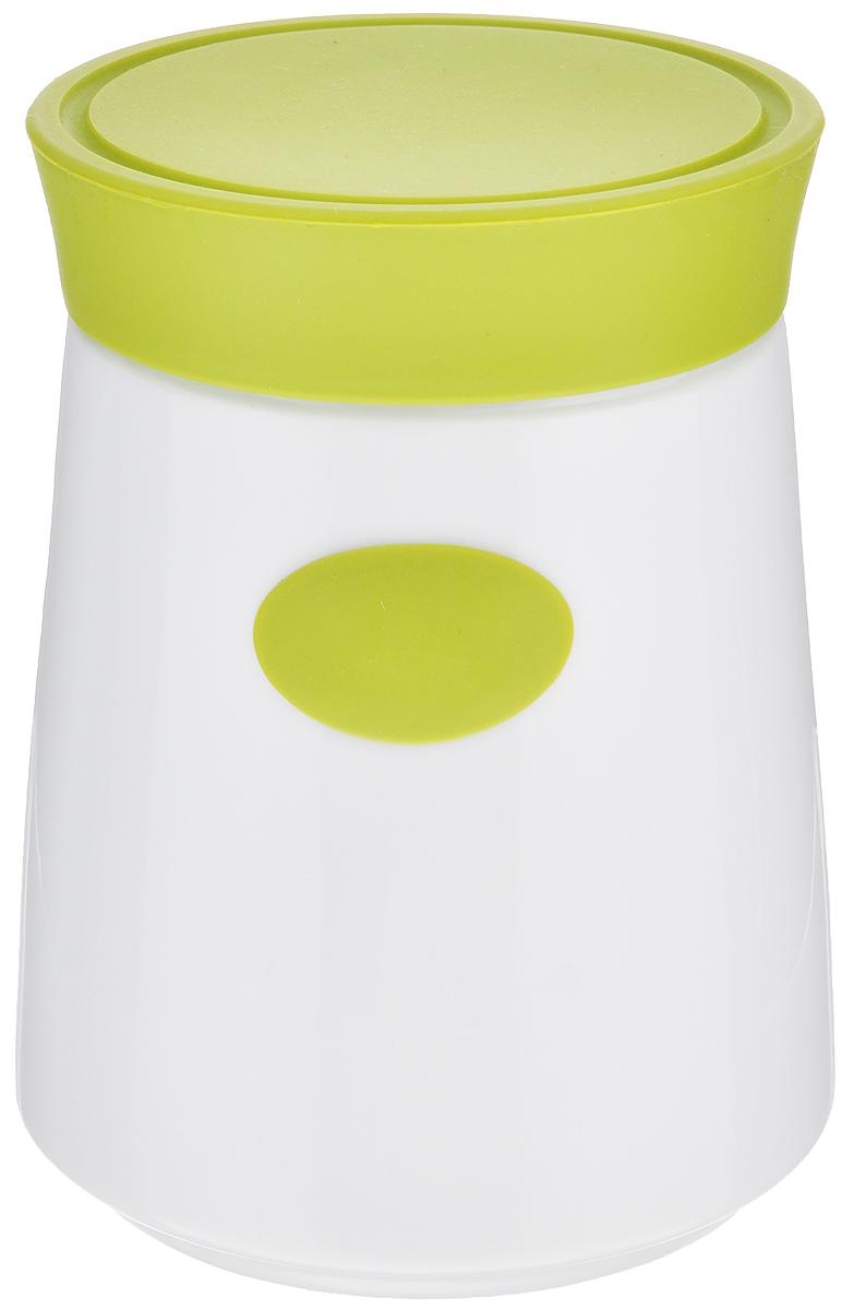 Банка для сыпучих продуктов House & Holder, цвет: белый, зеленый, 1,2 л7D504_зеленыйБанка для сыпучих продуктов House & Holder изготовлена из высококачественной керамики белого цвета. Емкость оснащена плотно закрывающейся цветной силиконовой крышкой, которая предохраняет продукты от влаги и сохраняет их свежими. Изделие прекрасно подходит для хранения макарон, круп, специй, сахара, чая, кофе и других продуктов. Такая емкость станет полезным и функциональным предметом на каждой кухне. Диаметр (по верхнему краю): 10 см. Высота: 16 см.