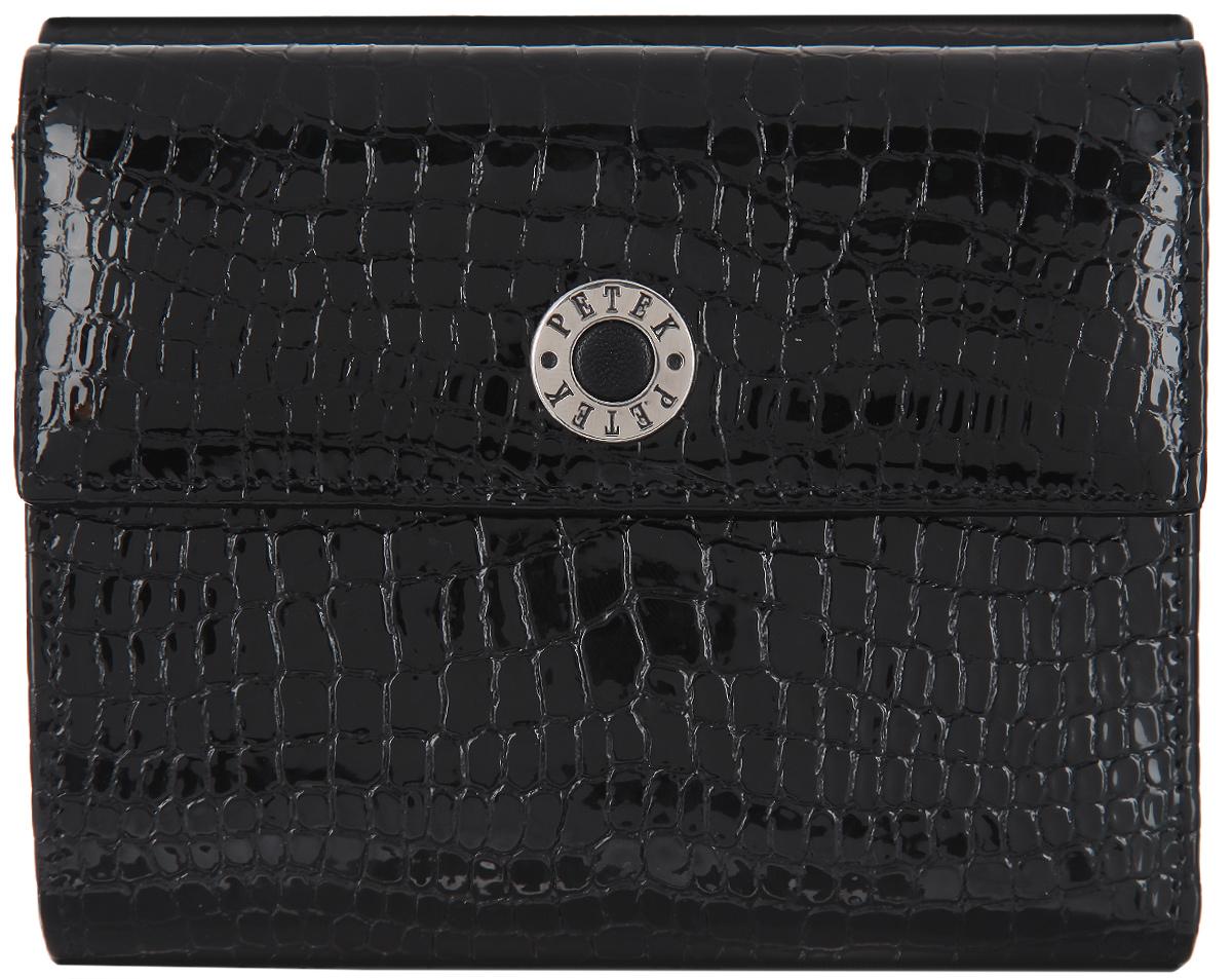 Портмоне женское Petek 1855, цвет: черный. 335.091.01335.091.01 BlackСтильное женское портмоне Petek выполнено из натуральной лакированной кожи с тиснением под рептилию, оформлено металлической фурнитурой с символикой бренда. Изделие раскладывается пополам и закрывается на кнопку. Внутри размещено отделение для купюр, девять карманов для кредитных карт или визиток, шесть накладных карманов, один из которых сетчатый и отделение для мелочи на кнопке. Изделие поставляется в фирменной упаковке. Стильное портмоне Petek станет отличным подарком для человека, ценящего качественные и практичные вещи.