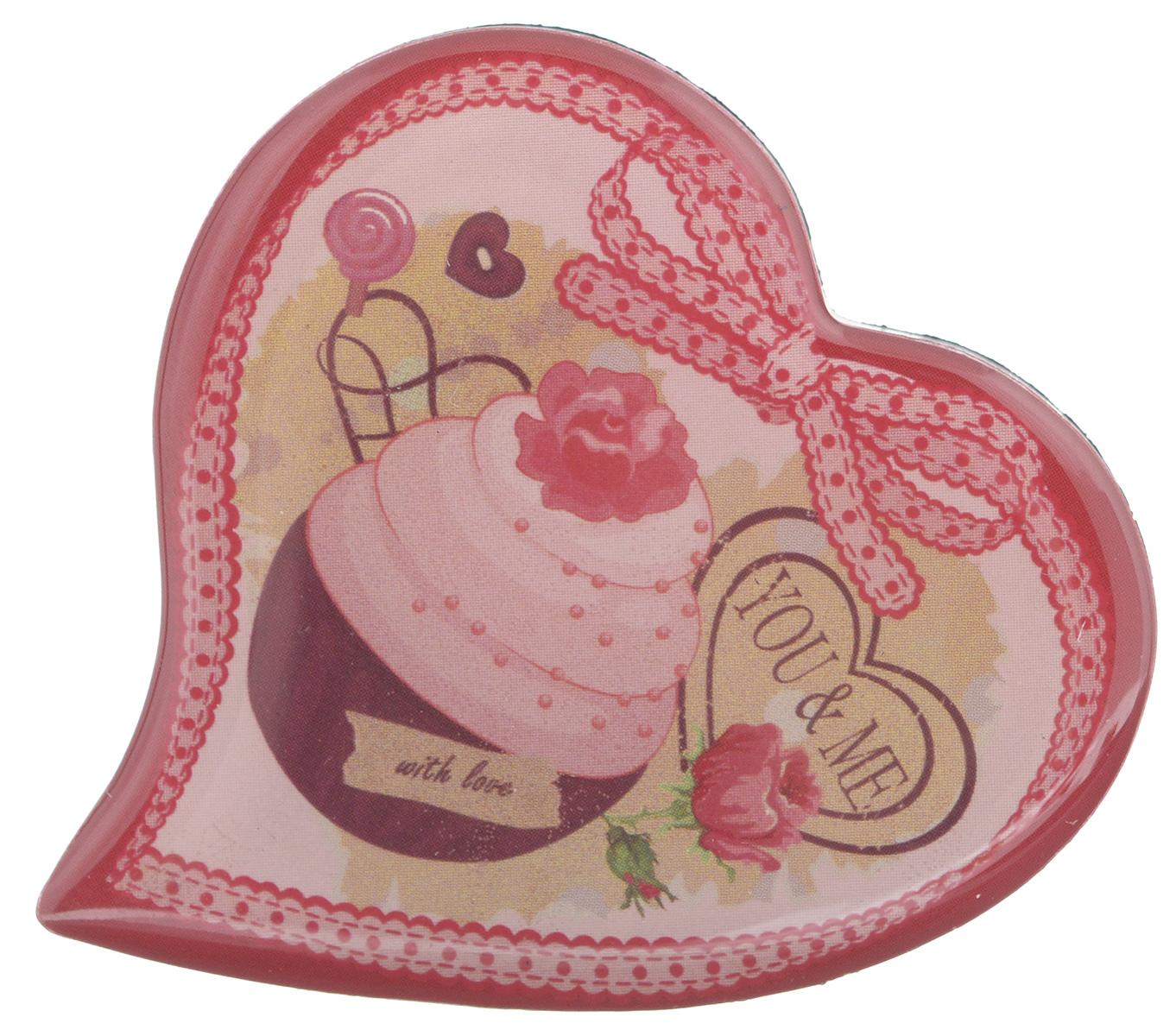 Магнит Феникс-презент You & Me, 5 x 5 см27178Магнит в форме сердца Феникс-презент You & Me, выполненный из агломерированного феррита, станет приятным штрихом в повседневной жизни. Оригинальный магнит, декорированный изображением пирожного, поможет вам украсить не только холодильник, но и любую другую магнитную поверхность. Материал: агломерированный феррит.