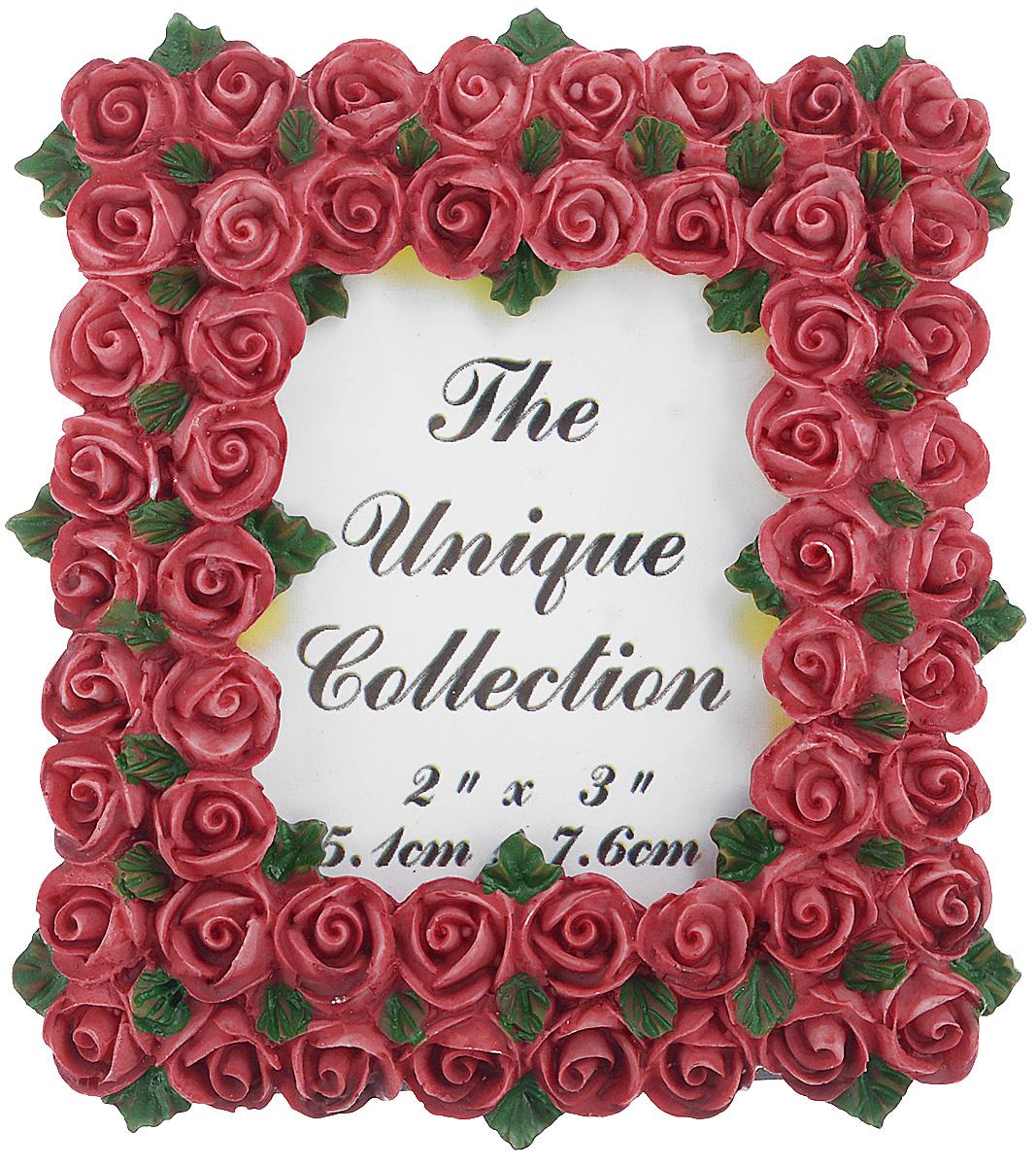 Декоративная фоторамка Home Queen Букет роз, цвет: бордовый, 5,1 см х 7,6 см64058_бордовыйДекоративная фоторамка Home Queen Букет роз поможет вам оригинально дополнить интерьер помещения. Фоторамка декорирована изображением роз. Задняя сторона оснащена ножкой для размещения на столе. Такая рамка позволит сохранить на память изображения дорогих вам людей и интересных событий вашей жизни, а также станет приятным подарком для каждого. Размер фотографии: 5,1 см х 7,6 см. Размер фоторамки: 8 см х 8,5 см.