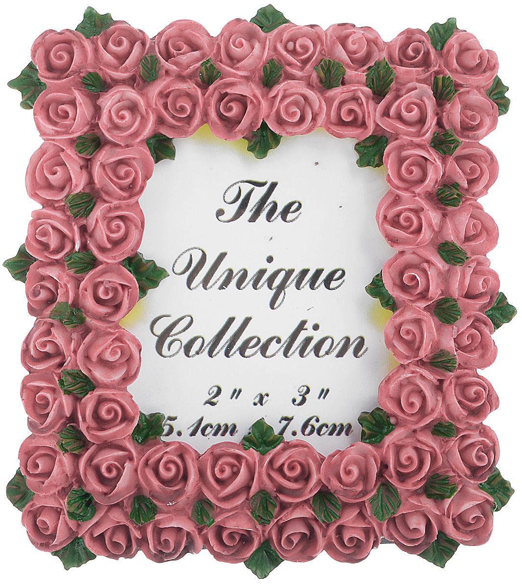 Декоративная фоторамка Home Queen Букет роз, цвет: бледно-розовый, 5,1 х 7,6 см64058_бледно-розовыйДекоративная фоторамка Home Queen Букет роз поможет вам оригинально дополнить интерьер помещения. Фоторамка декорирована изображением роз. Задняя сторона оснащена ножкой для размещения на столе. Такая рамка позволит сохранить на память изображения дорогих вам людей и интересных событий вашей жизни, а также станет приятным подарком для каждого. Размер фотографии: 5,1 см х 7,6 см. Размер фоторамки: 8 см х 8,5 см.