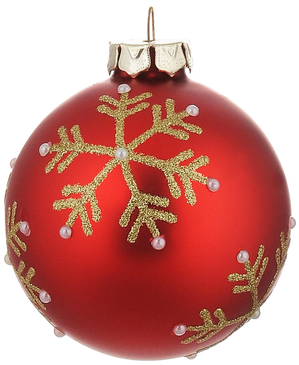 Новогоднее подвесное украшение Its a Happy Day Шар. Снежинки, цвет: красный, золотистый, жемчужный, диаметр 8 см66477Новогоднее подвесное украшение Its a Happy Day Шар. Снежинки выполнено из высококачественного стекла в форме шара и оформлено блестками и полубусинами. С помощью специальной петельки украшение можно повесить в любом понравившемся вам месте. Но, конечно, удачнее всего оно будет смотреться на праздничной елке. Елочная игрушка - символ Нового года. Она несет в себе волшебство и красоту праздника. Создайте в своем доме атмосферу веселья и радости, украшая новогоднюю елку нарядными игрушками, которые будут из года в год накапливать теплоту воспоминаний.