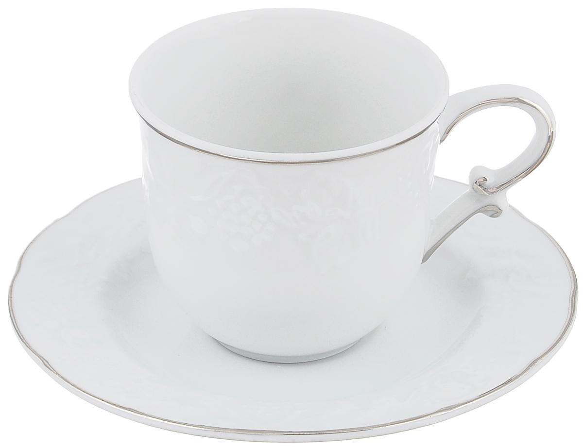 Кофейная пара La Rose Des Sables Vendanges, цвет: белый, серебристый, 2 предмета6 935 100 019Кофейная пара La Rose Des Sables Vendanges, изготовленная из высококачественного фарфора, состоит из чашки и блюдца. Изделия, оформленные рельефным изображением винограда, имеют изысканный внешний вид. Кофейная пара La Rose Des Sables Vendanges украсит ваш кухонный стол, а также станет замечательным подарком к любому празднику. Объем чашки: 100 мл. Диаметр чашки (по верхнему краю): 6,5 см. Высота чашки: 6 см. Диаметр блюдца (по верхнему краю): 12 см. Высота блюдца: 1,6 см.