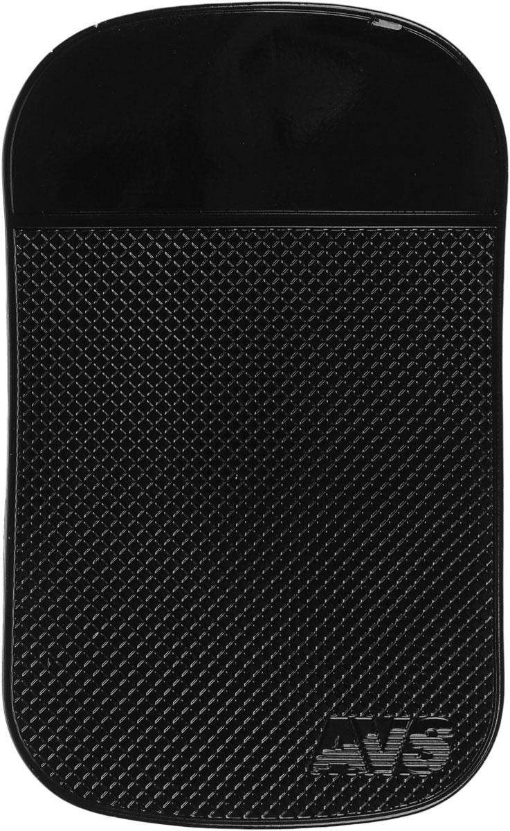 Коврик противоскользящий AVS Nano, цвет: черный, 15 х 9 см43183Противоскользящий коврик AVS Nano применяется для удерживания предметов на приборной панели. Изделие стильное и удобное, просто в установке и использовании. Коврик размещается без использования каких-либо клеящих средств. Устойчив к температурным воздействиям и ультрафиолетовому излучению. Коврик не липкий, не собирает пыль и грязь. В случае загрязнения достаточно просто промыть водой. Фиксирует предметы на поверхностях с углом наклона 60-90°.