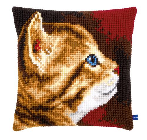 Набор для вышивания подушки крестом Vervaco Рыжий котенок, 40 см х 40 см7713356Красивый и стильный рисунок-вышивка, выполненный на страмине с нанесенным рисунком, станет прекрасной заготовкой для создания стильной декоративной подушки. Вышивание отвлечет вас от повседневных забот и превратится в увлекательное занятие! Работа, сделанная своими руками, создаст особый уют и атмосферу в доме и долгие годы будет радовать вас и ваших близких, а также станет прекрасным подарком. Набор для вышивания содержит все необходимые материалы для вышивки на печатной канве в технике несчетный крест. В состав набора входит: - жесткая канва-страмин с нанесенным рисунком (100% хлопок), 48 см х 44 см, - пряжа (100% акрил), - игла, - подробная инструкция. Обратная сторона подушки и наполнитель в комплект не входят.