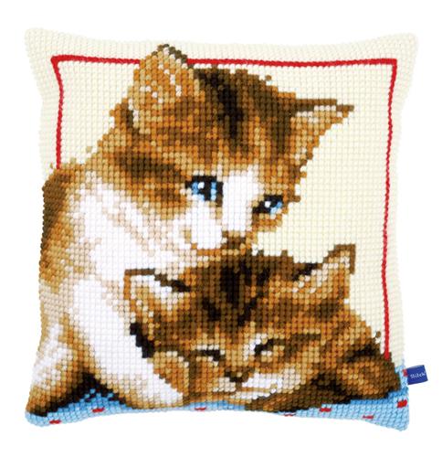 Набор для вышивания подушки Vervaco Игривые котята, 40 х 40 см7713358Набор для вышивания Vervaco Игривые котята поможет вам создать свой личный шедевр - красивую декоративную подушку, вышитую на канве в технике печатный крест. Такая картина станет прекрасной заготовкой для декоративной подушки, которая будет выглядеть всегда стильно и модно. Вышивание отвлечет вас от повседневных забот и превратится в увлекательное занятие! Работа, сделанная своими руками, создаст особый уют и атмосферу в доме и долгие годы будет радовать вас и ваших близких, а подарок, выполненный собственноручно, станет самым ценным для друзей и знакомых. В состав набора входит: - страмин с нанесенным цветным рисунком (100% хлопок), - толстая пряжа акрил (10 цветов), - игла, - инструкция на русском языке. Размер страмина: 44 см х 48 см. УВАЖАЕМЫЕ КЛИЕНТЫ! Обращаем ваше внимание, на тот факт, что оборотная сторона подушки и наполнитель в комплект не входит, а служит для визуального...