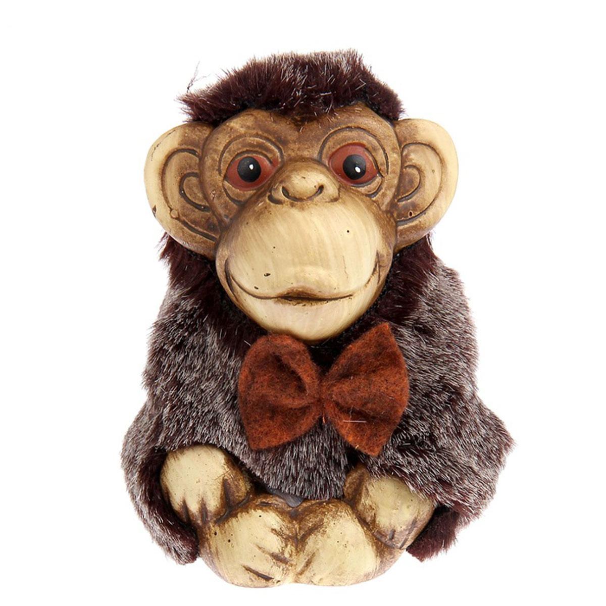 Фигурка декоративная Sima-land Улыбчивая обезьянка, высота 10 см1053675Декоративная фигурка Sima-land Улыбчивая обезьянка прекрасно подойдет для украшения интерьера дома. Изделие выполнено из керамики в виде забавной обезьянки. Изящная фигурка станет прекрасным подарком, который обязательно порадует получателя.